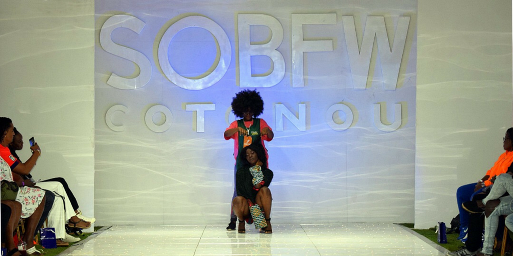 Sur la Première Marche de la S.O.B Fashion Week
