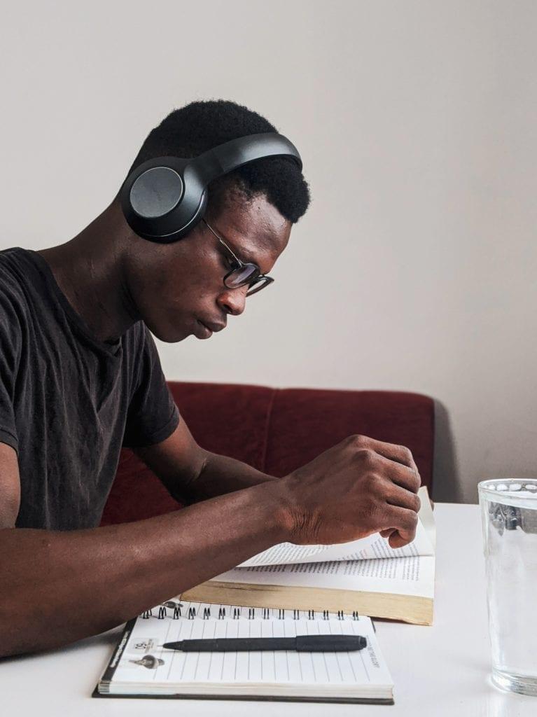 écouter de la musique, dessiner, lire, tout ça permet de se détendre